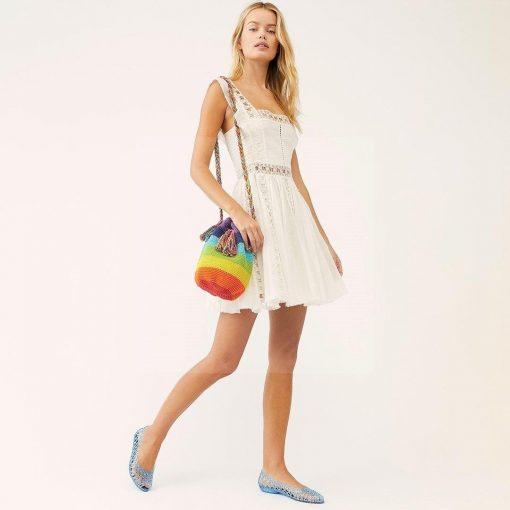 Weißes Spitzenkleid im Hippie Stil